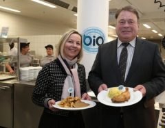 Staatsminister Helmut Brunner mit der Geschäftsführerin des Münchner Studentenwerks, Dr. Ursula Wurzer-Faßnacht